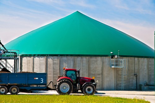 Anaerobic digestion plant and tractor