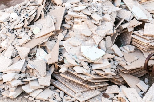Crushing or grinding waste tiles or other ceramics
